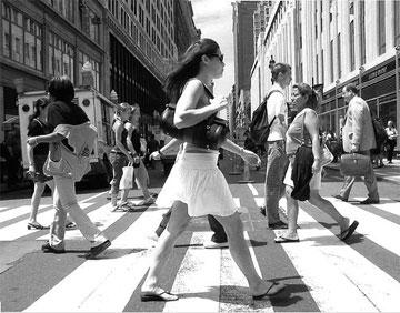 1350382023_ny-manhattan-pedestrians