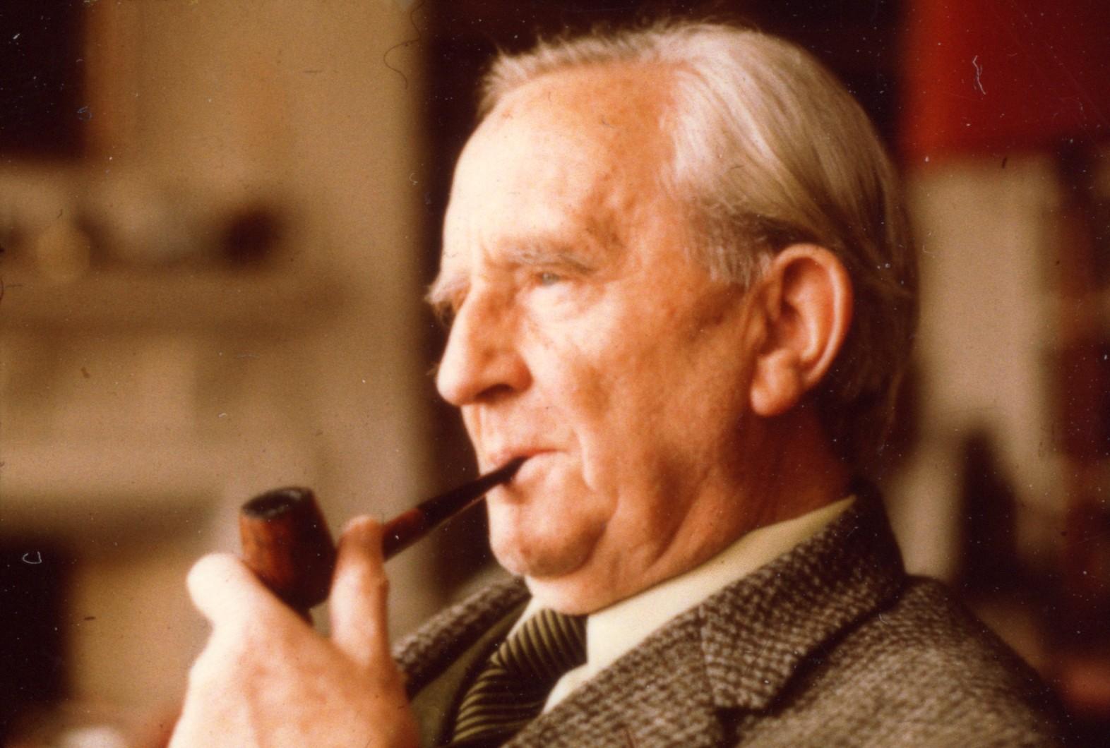 John-Ronald-Reuel-Tolkien-10