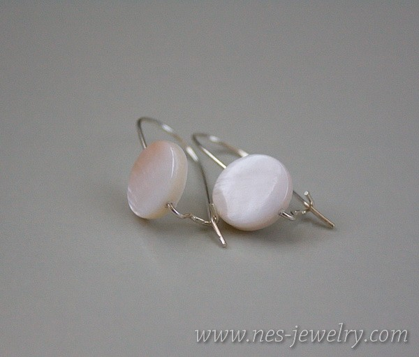 Earrings white mother of pearl 3