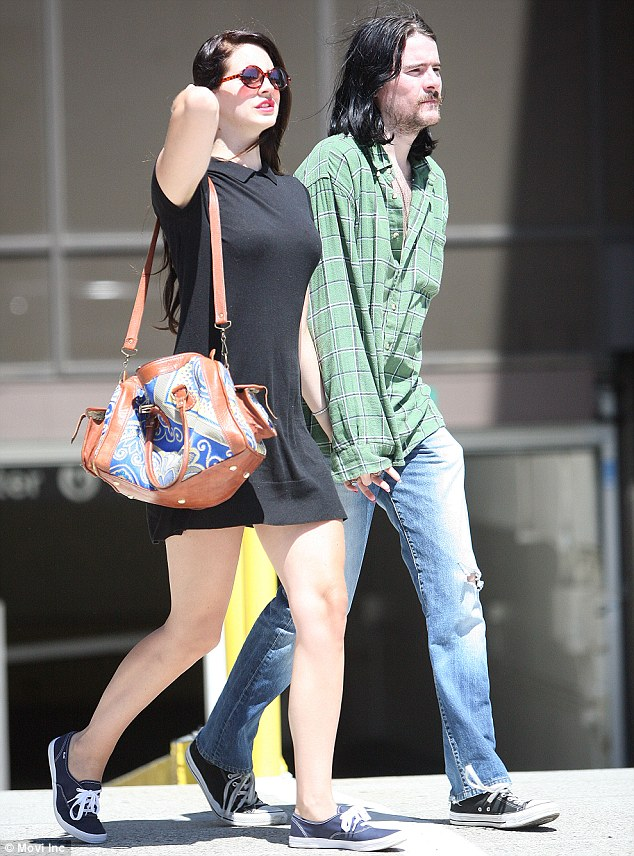 candids aug 20 lana barrie lunch date beverly hills2