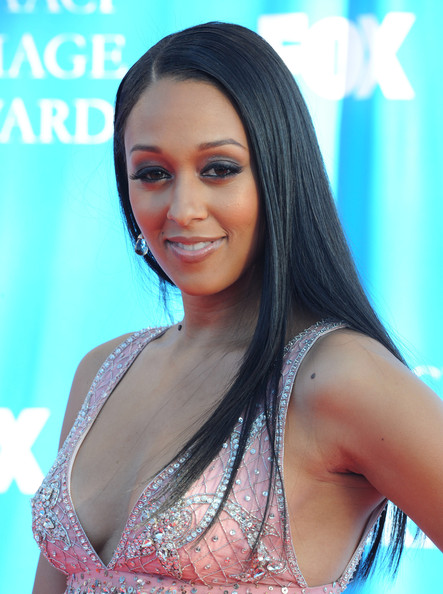 The 39-year old daughter of father Timothy John Mowry and mother Darlene Renee Flowers Mowry, 165 cm tall Tia Mowry in 2017 photo
