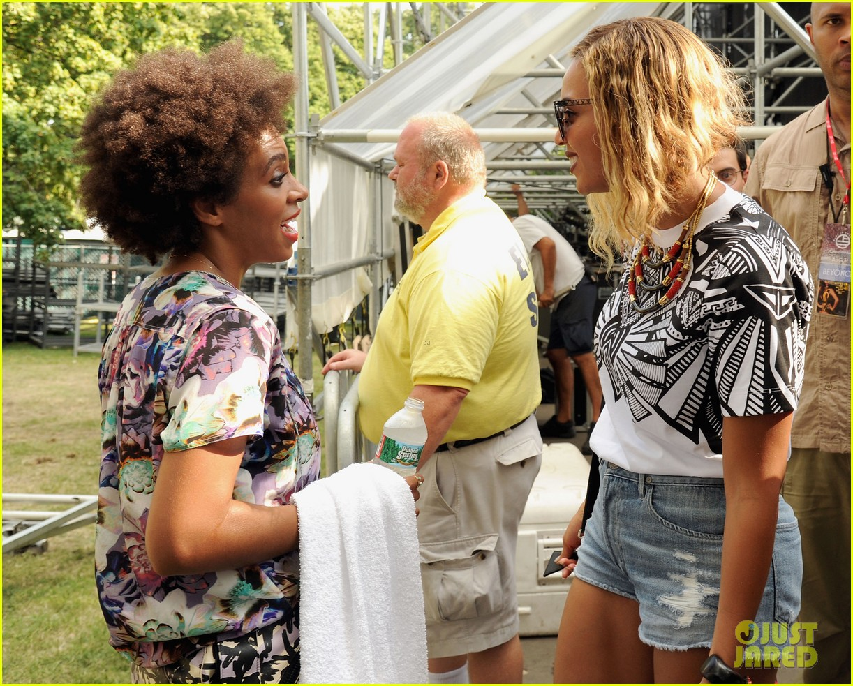 sep 2 beyonce-blue-ivy-arrive-in-ibiza-after-made-in-america-fest08
