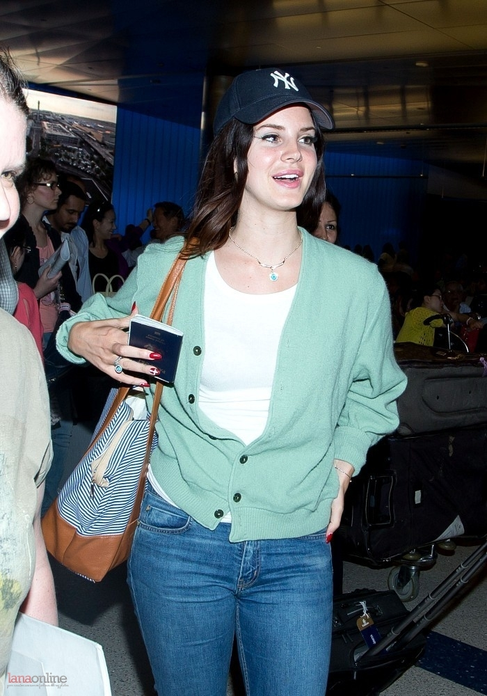 lana del rey arrives at lax airport   latest leak