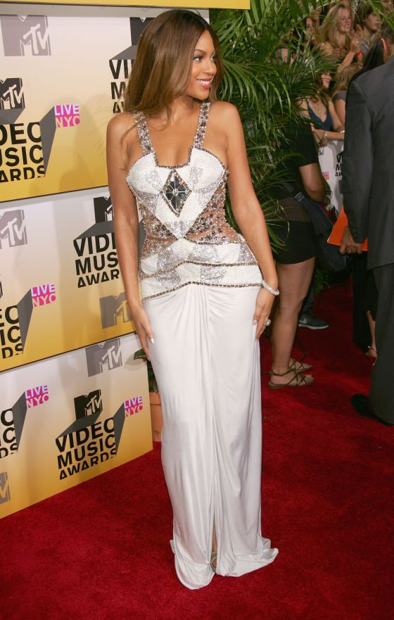 beyonce-knowles-red-carpet-dress-mtv-video-music-awards-2006-1