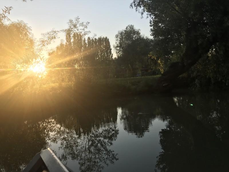 Солнце уже заходит,а мы все катаемся.