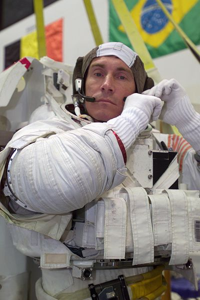 400px-Sergei_Krikalev_dons_a_training_space_suit