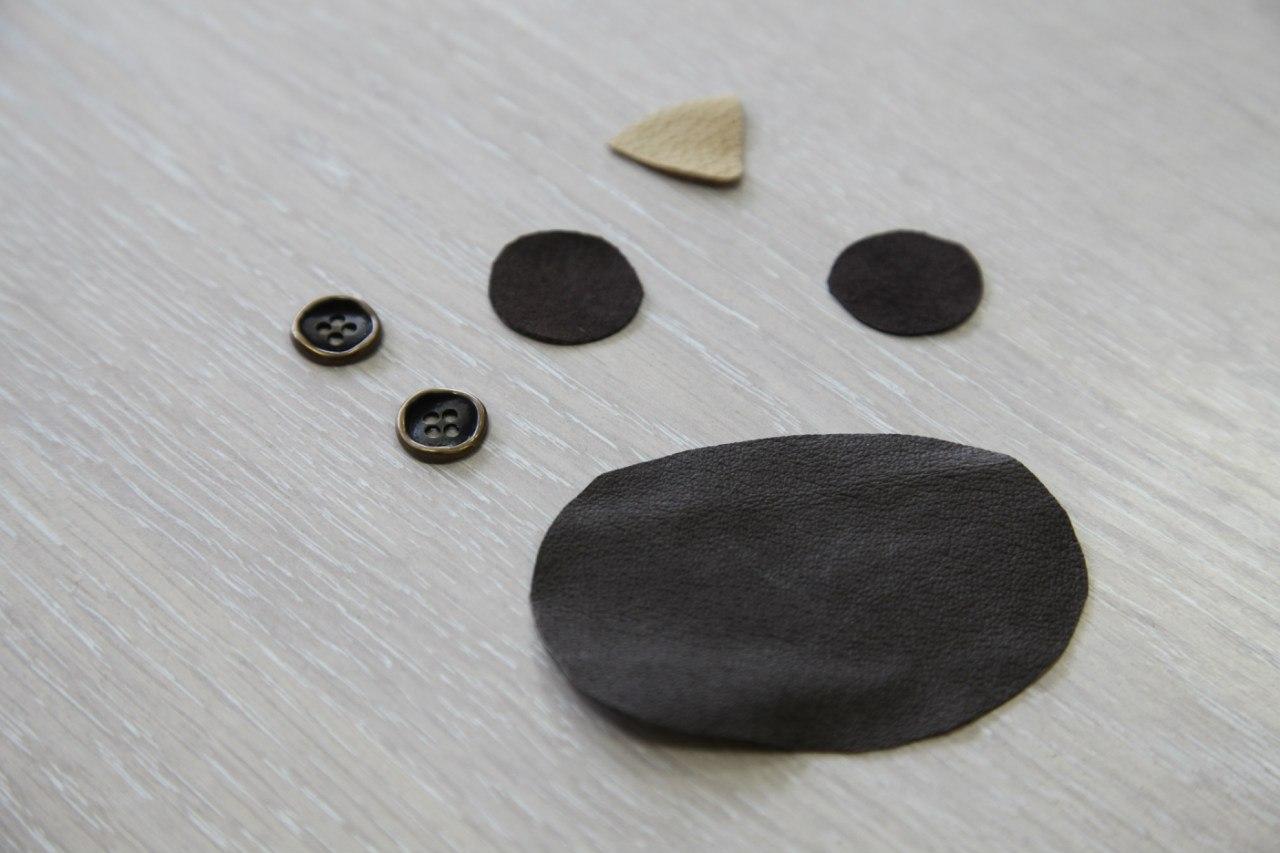 Детали мордочки (кожа и металлические пуговицы)