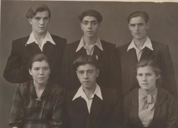 Рома с сотрудниками завода Коммунист, 1958