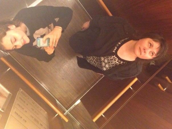 селфи в лифте