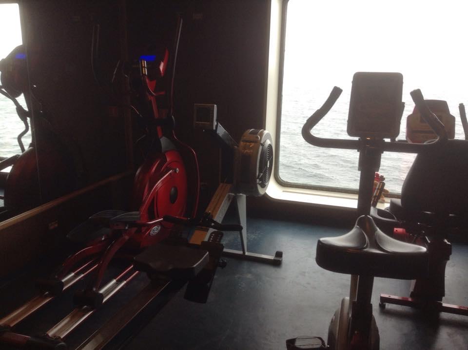 фитнес с видом на море
