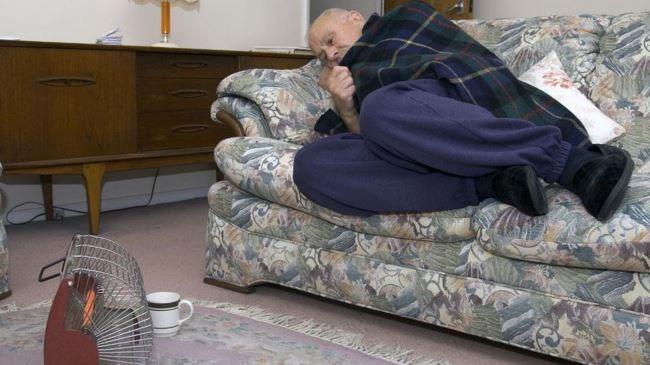 В Англии старики умирают от холода, погибло 44 тысячи человек.