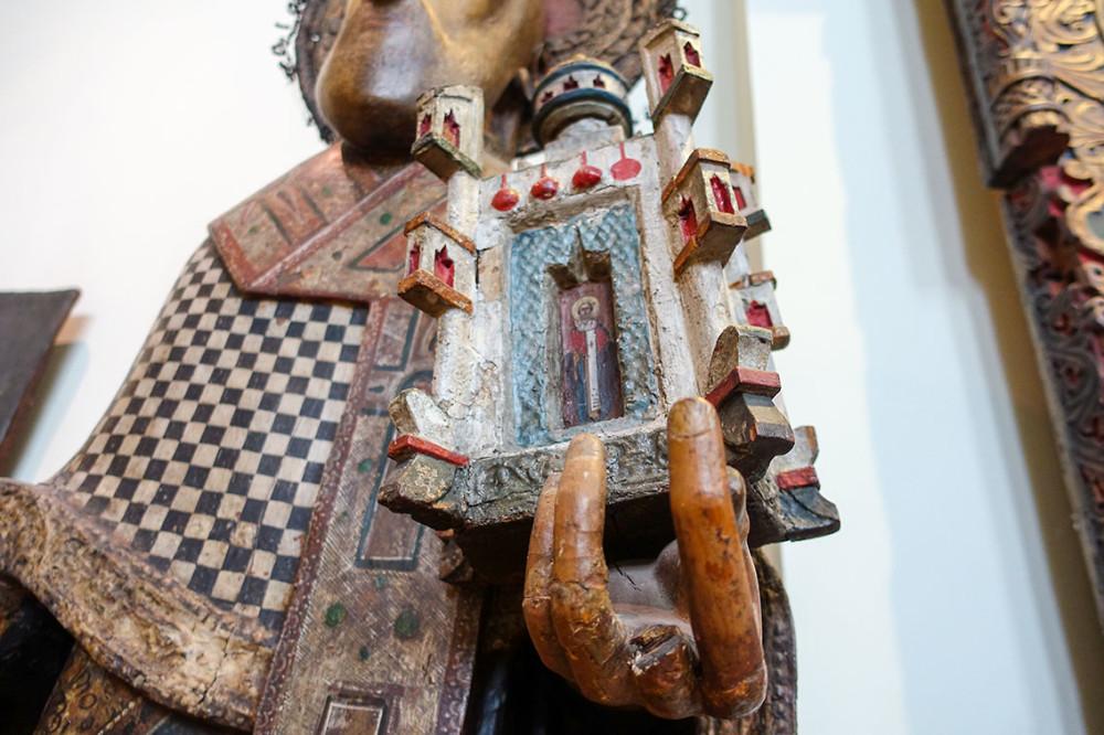 Пермские деревянные боги - Иисус с раскосыми глазами