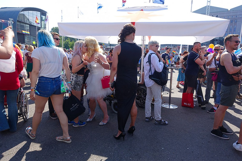 Гей-парад в Европе - радужный Хельсинки
