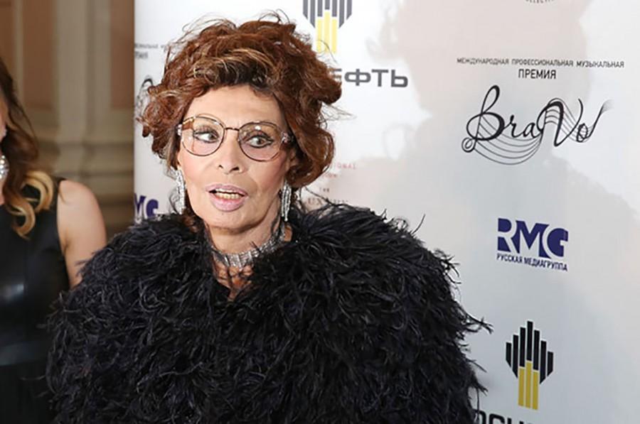 Кому достался парик Софи Лорен и порванные чулки Настасьи Кински?