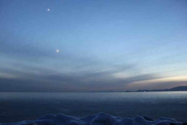 Луна и планета Венера - на вечернем небе 27 января 2020 года (сквозь облачность)