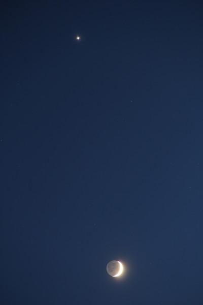 27.02.2020 - соединение растущей Луны и планеты Венеры.