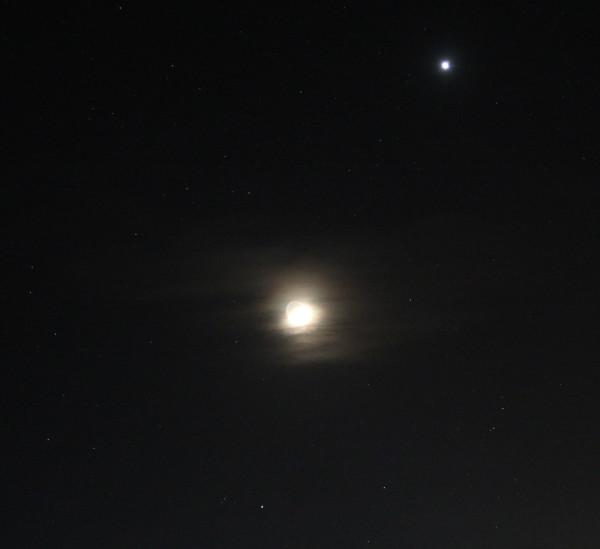 Луна, Венера и Альдебаран - вечером 26.04.2020