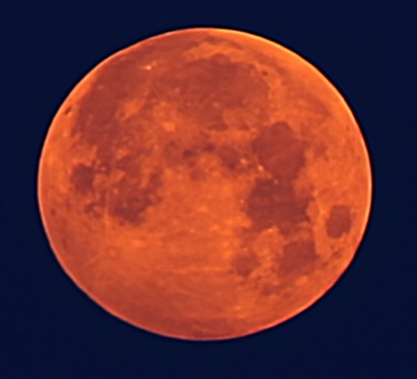 Максимальная фаза полутеневого лунного затмения 06.06.2020