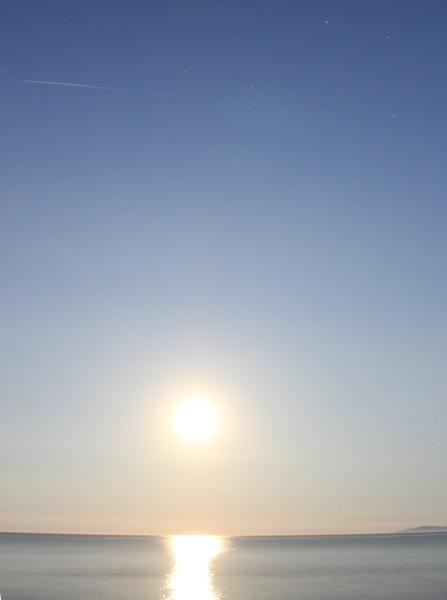 Фото треков пролёта спутников Starlink - во время полутеневого лунного затмения 06.06.2020
