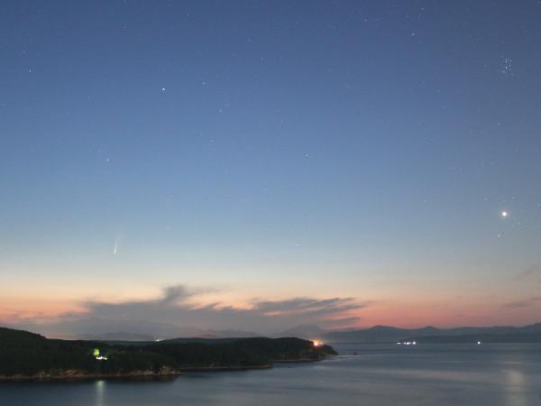 Ранним утром 9 июля 2020 г. - комета C/2020 F3 (NEOWISE), в небе над Японским морем (над побережьем п. Южно-Морской Приморского края)