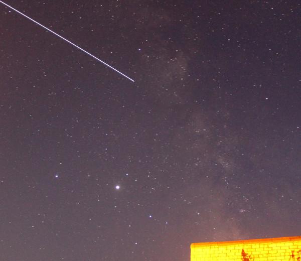 Вечером 18 сентября 2020 года (в п. Южно-Морской Приморского края)- пролёт МКС на сумеречном небе.