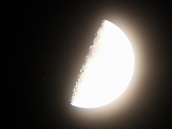Луна и звезда Каус Бореалис - перед покрытием её Луной, вечером 24 сентября 2020 года (в небе над пос. Южно-Морской Приморского края).