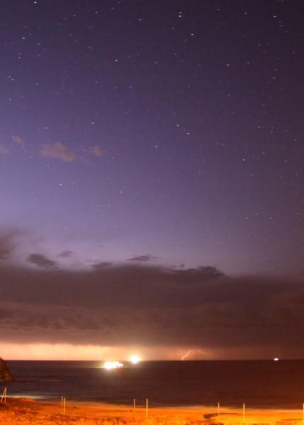 Молнии во время грозы в ночь на 14.10.2020