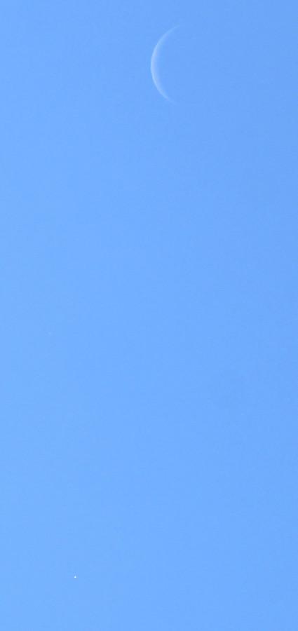 Соединение Луны и Венеры на дневном небе - 14 октября 2020 года.