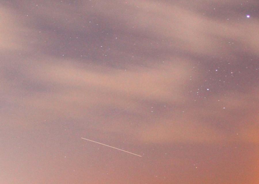 Трек пролёта МКС сквозь облачность - утром 22 октября 2020 года.
