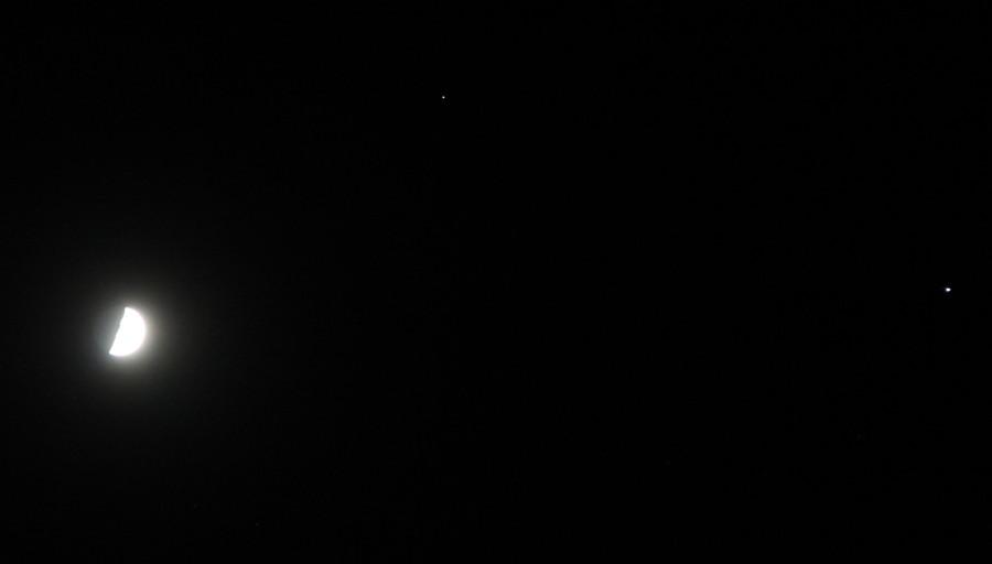 Соединение Луны, Сатурна и Юпитера - вечером 23 октября 2020 года.