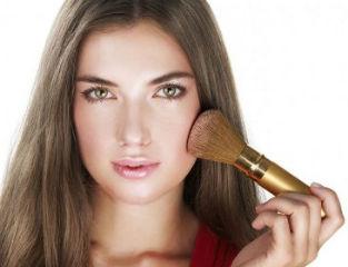 pravilno-nanosit-litso-dekorativnuyu-kosmetiku