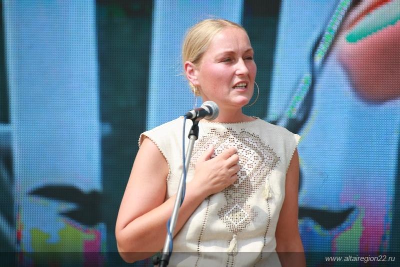 Ольга Шукшина выступает на Пикете