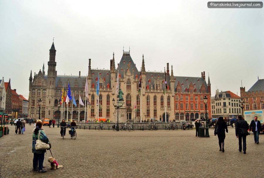 центральная площадь Брюгге