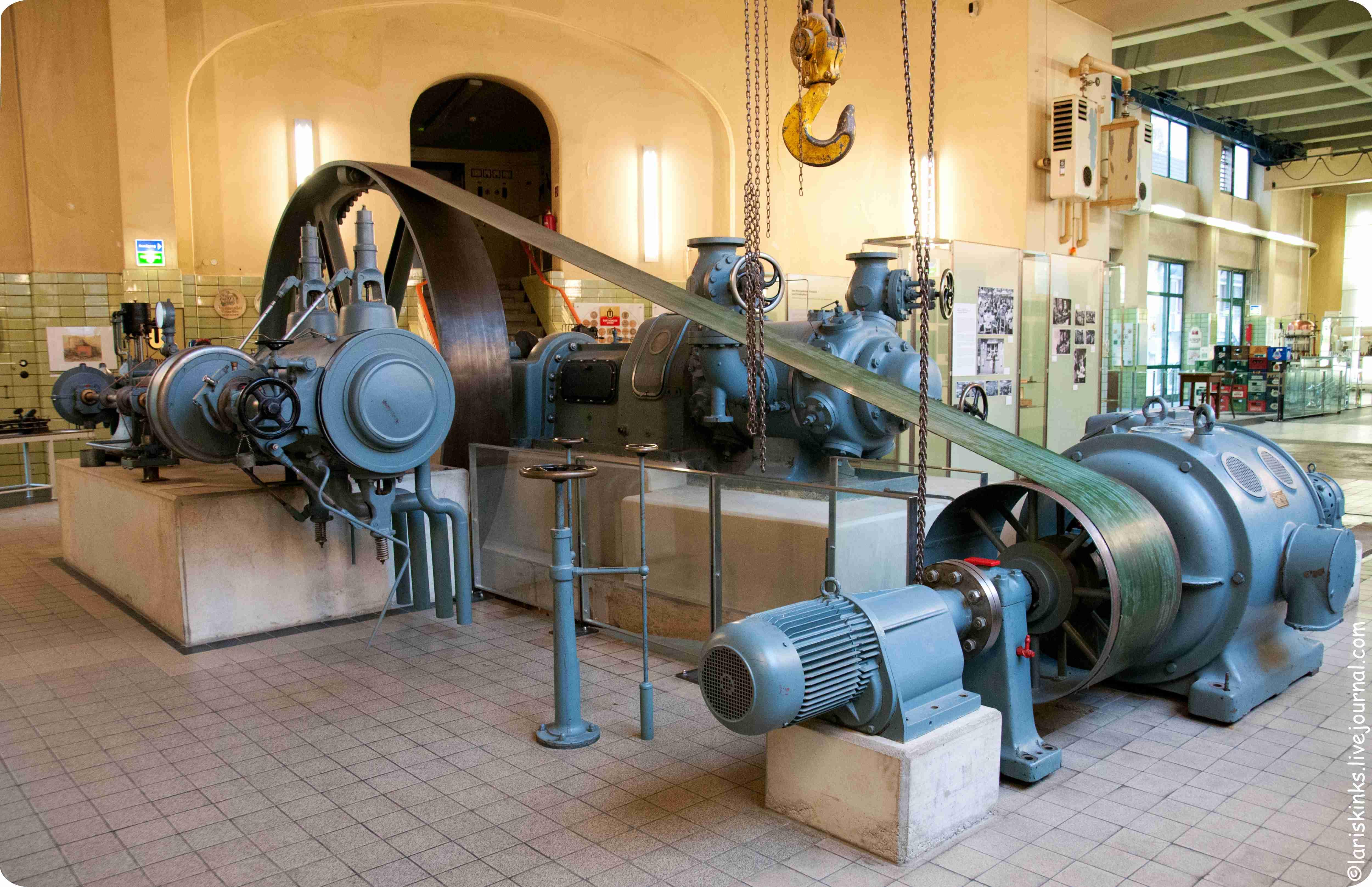 Элементы производства пива в Музее Пива (Дортмунд, Германия) 01