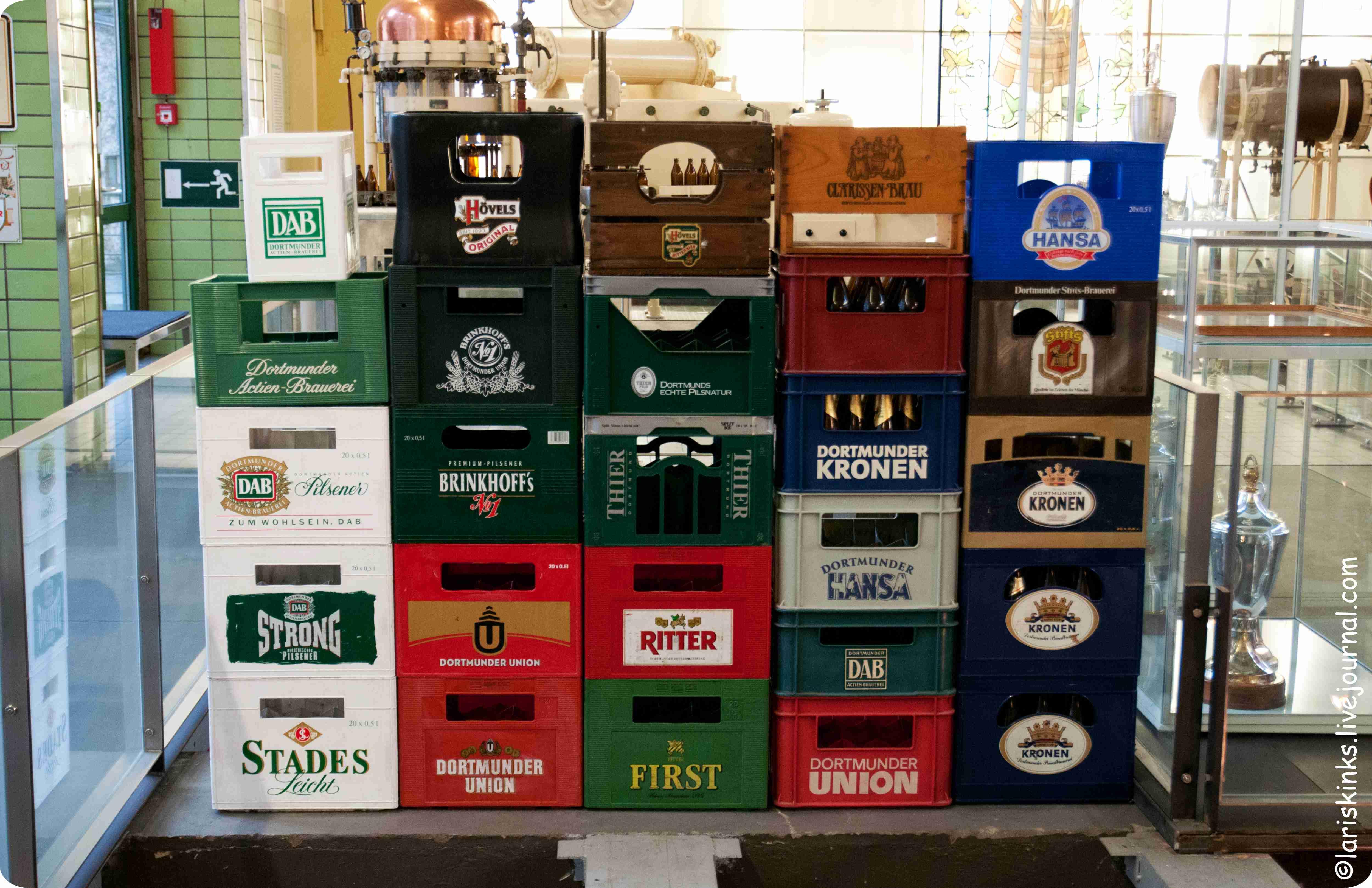 Пивные бутылки в Музее Пива (Дортмунд, Германия)