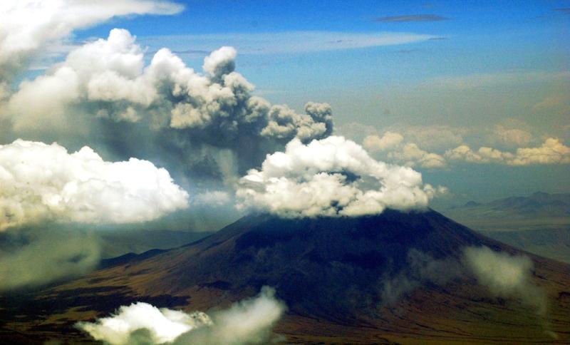 Africa-Tanzania-volcano-Mt-of-God-Cessna-206