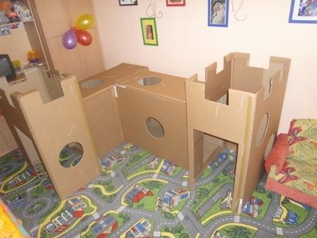 Замок из картонных коробок для детей