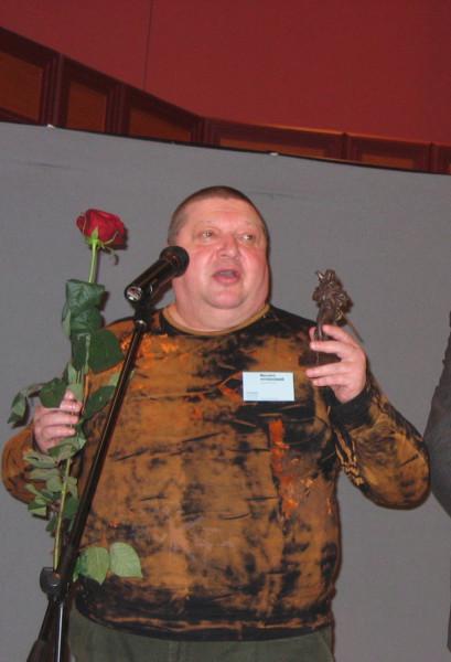 М_Успенский с премией Странник_СПб_2005