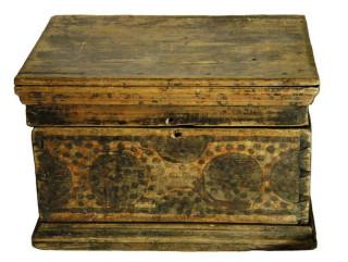 Архаичный расписной сундук конца 18 века