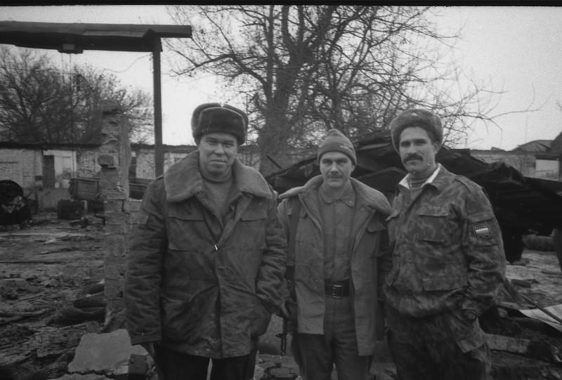 Генерал-лейтенант Лев Рохлин (первый слева), Грозный, январь 1995 года