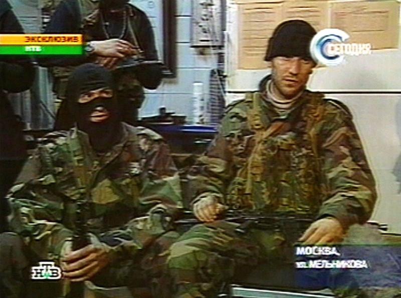 Абу Бакар (слева), Норд Ост, октябрь 2002 года