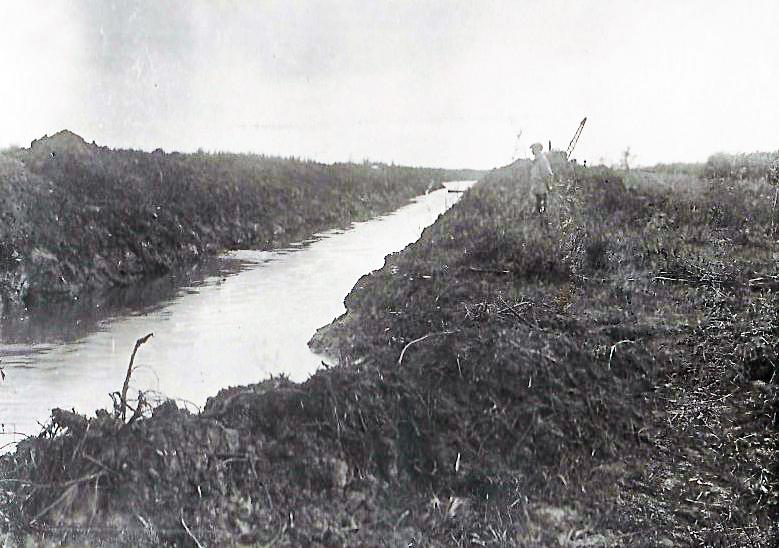 вид канала спрямляющего реку Алей.jpg