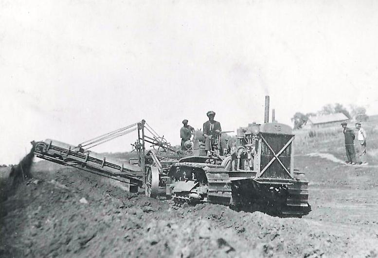 грейдер-элеватор на работе по постройке левой заградительной дамбы около плотины2.jpg