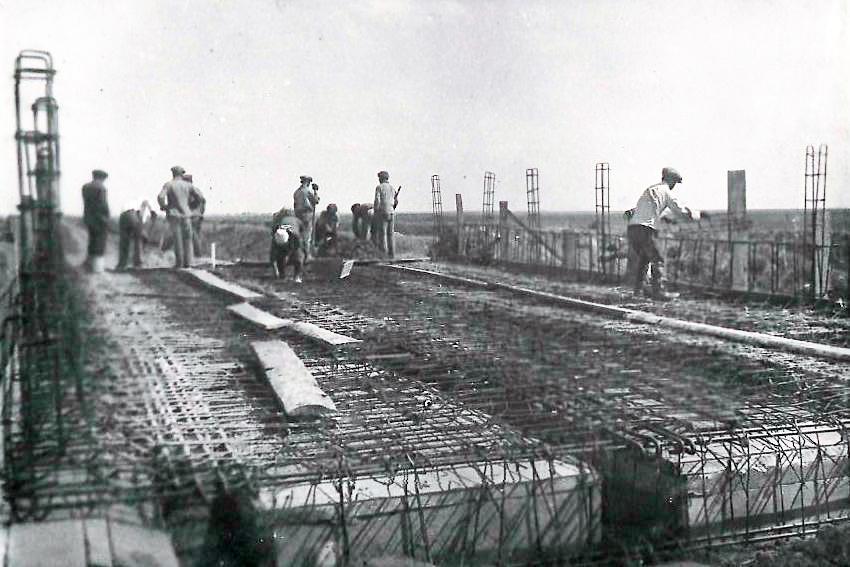 заливка бетоном железобетонного моста.jpg
