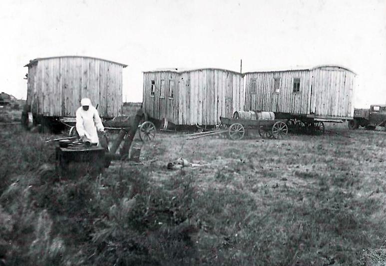 лагерь тракторной колонны.jpg