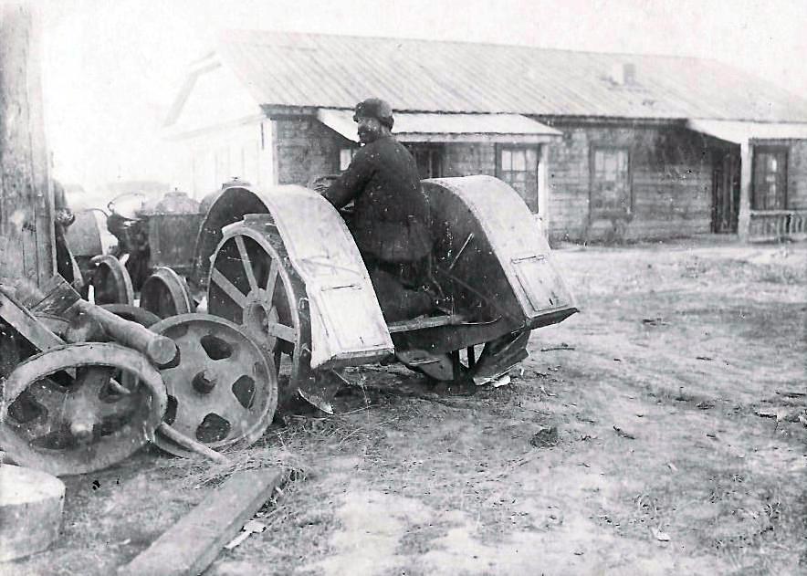 первый трактор алейстроя Фордзон-путиловец, приобретенный в 1930 году.jpg