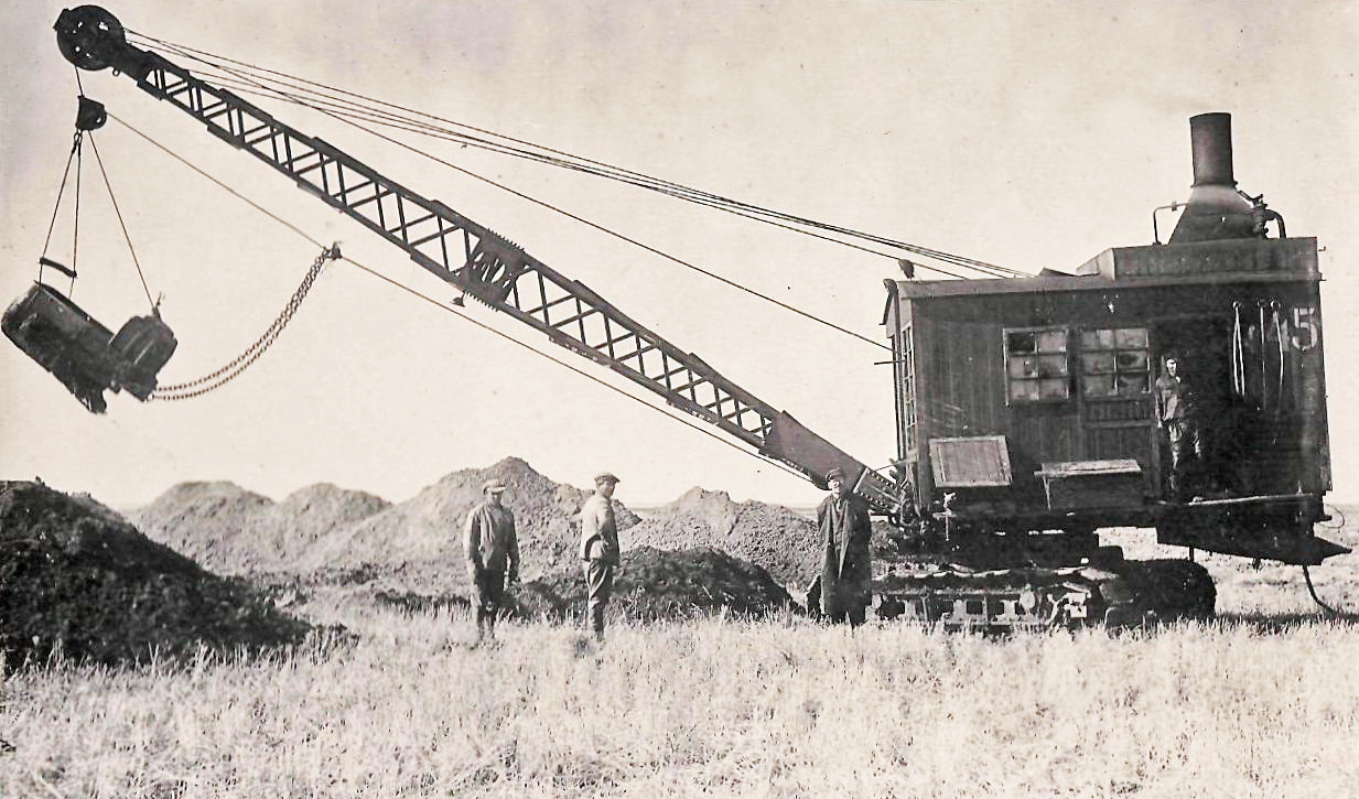 экскаватор Костромского завода на постройке сбросного канала А-1.jpg
