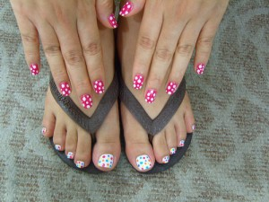 Toes & nails pink and white