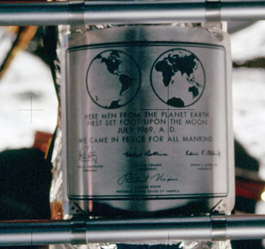 Apollo_11_plaque_closeup_on_Moon