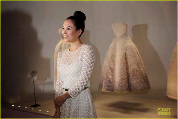natalie-portman-ziyi-zhang-miss-dior-exhibition-04